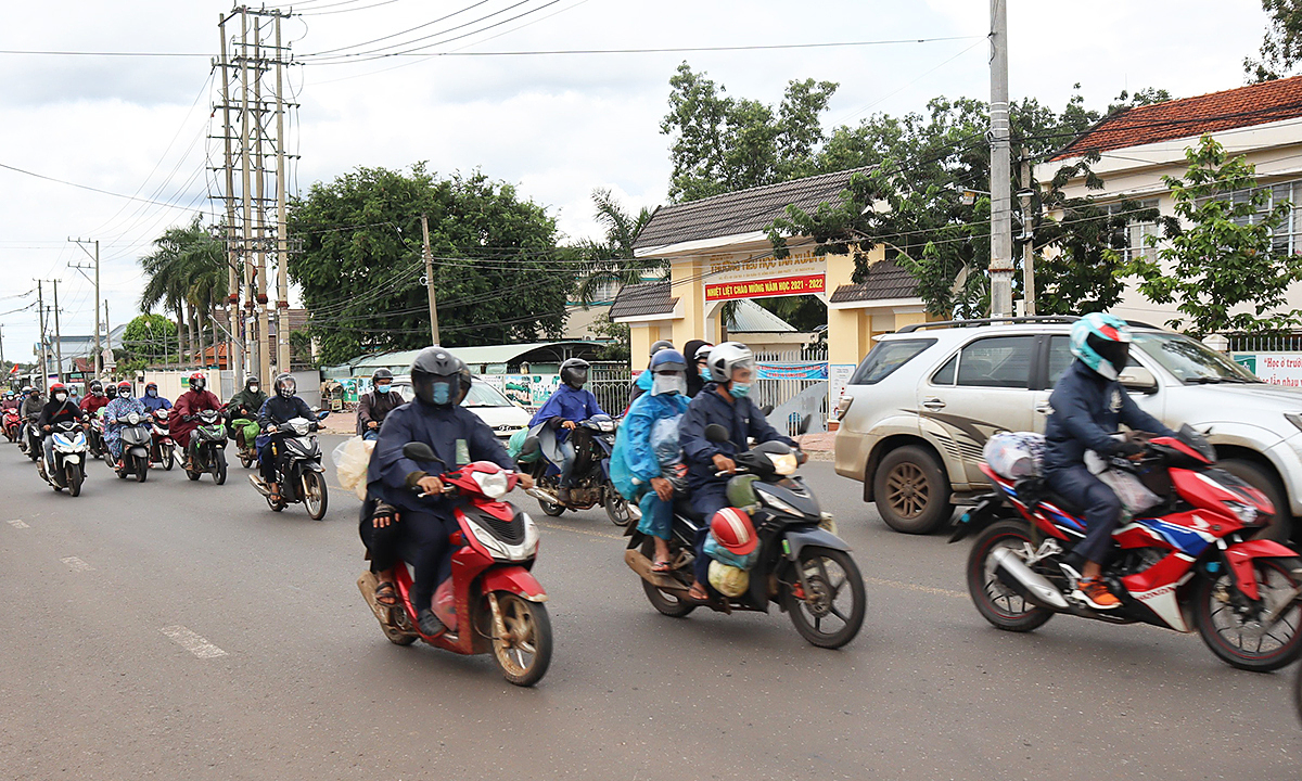 Migrant workers return to HCMC as pandemic wanes